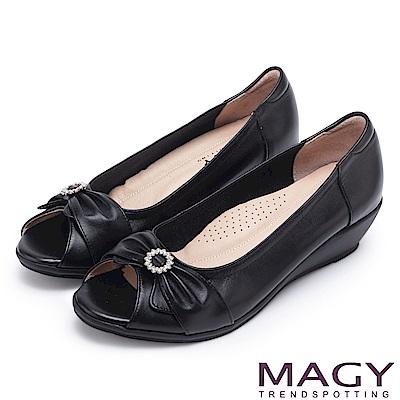MAGY 甜心女孩 蝴蝶結鑽飾牛皮魚口楔型跟鞋-黑色