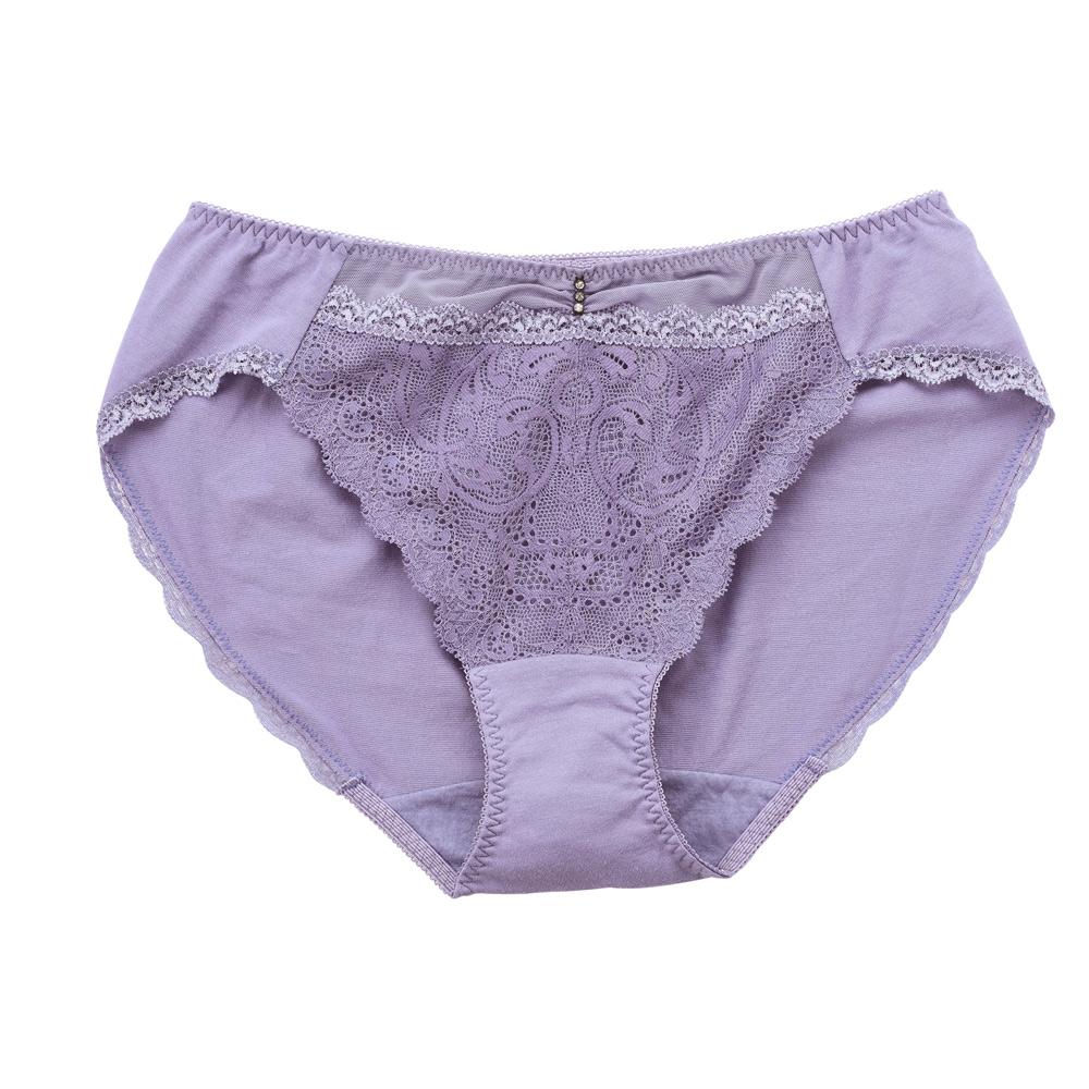 華歌爾-Wire Free 蕾絲 M-3L中低腰三角內褲 (紫)輕薄細緻