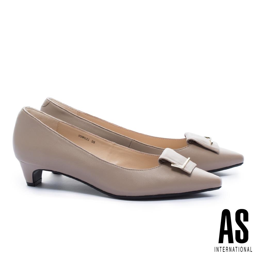 低跟鞋 AS 金屬反折帶釦羊皮尖頭低跟鞋-米