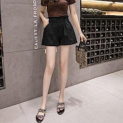 La Belleza素色高腰鬆緊腰鐵釦褲管反折水洗牛仔短褲
