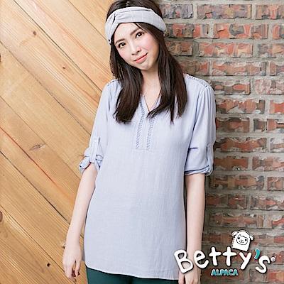 betty's貝蒂思 微簍空圓V領氣質上衣(淺藍)