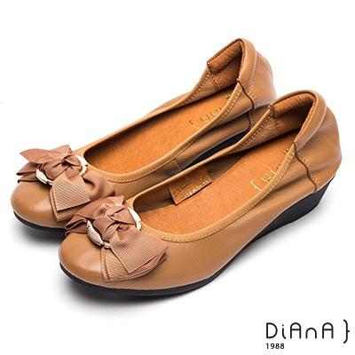 DIANA 甜漾迷人—圓形飾釦蝴蝶結娃娃鞋-棕