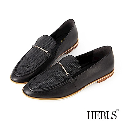 HERLS 都會休閒 全真皮壓紋拼接一字金釦樂福鞋-黑
