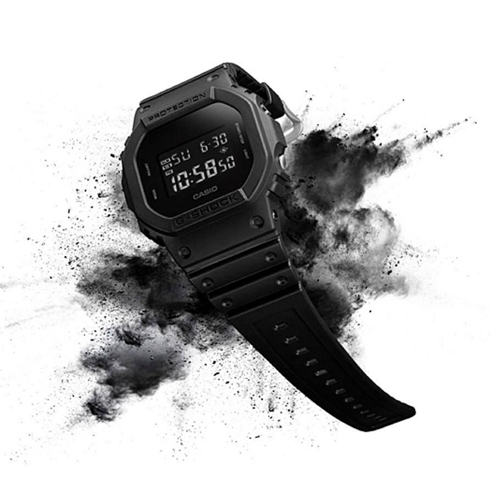 G-SHOCK 黑夜傳說運動錶(DW-5600BB-1)-黑/42.8mm