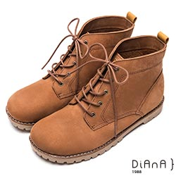 DIANA 率性自我-質感車線個性綁帶休閒短靴-棕