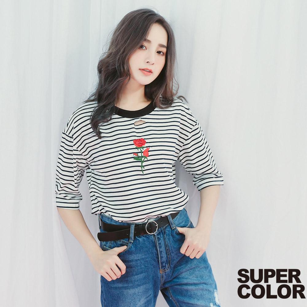 SUPER COLOR 清新必備玫瑰刺繡橫紋上衣