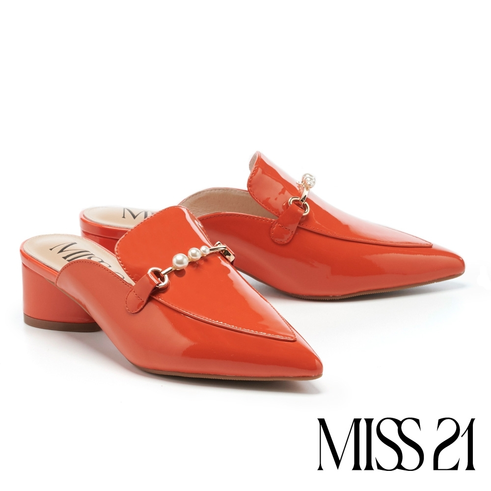拖鞋 MISS 21 摩登小時髦珍珠釦鏈尖頭高跟穆勒拖鞋-橘