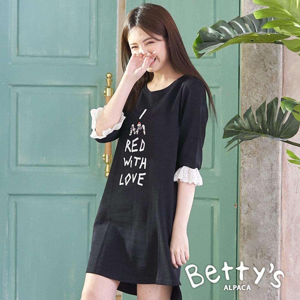 betty's貝蒂思 荷葉袖英文印花洋裝(黑色)