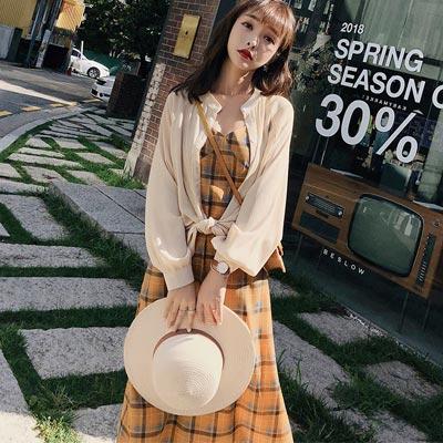 復古格紋吊帶裙+防曬外套兩件套 (杏色)-Kugi Girl