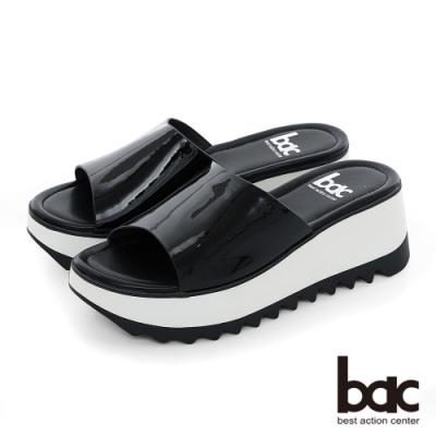 【bac】加州陽光-鏡面感軟漆皮一片式厚底台涼拖鞋-黑