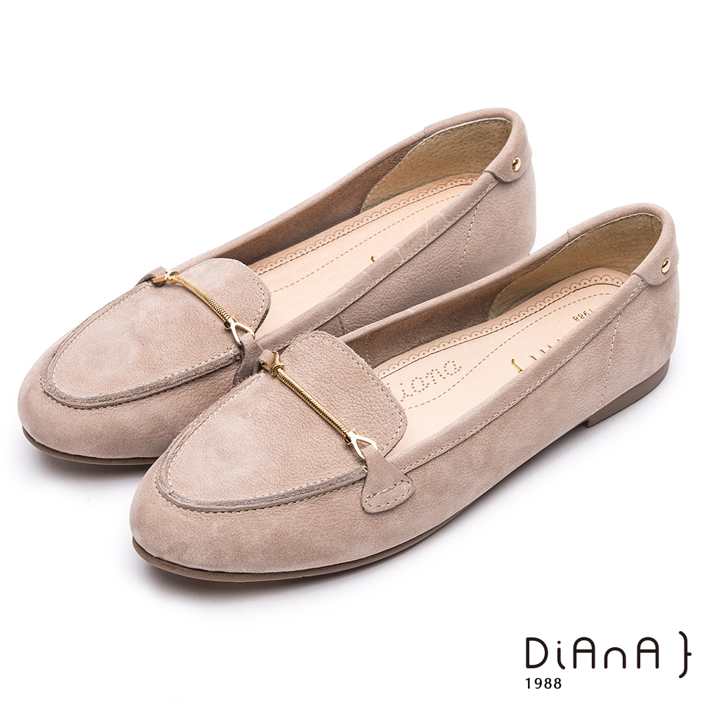 DIANA光澤金屬釦真皮尖頭平底鞋-漫步雲端超厚切焦糖美人款-灰
