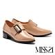 高跟鞋 MISS 21 復古率性大方釦尖頭粗高跟鞋-粉膚 product thumbnail 1