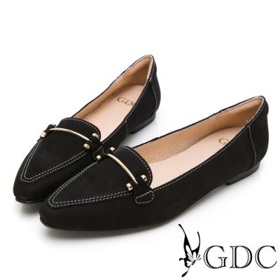 GDC-真皮砂霧質感精緻車線素雅鐵扣尖頭楔型鞋-黑色
