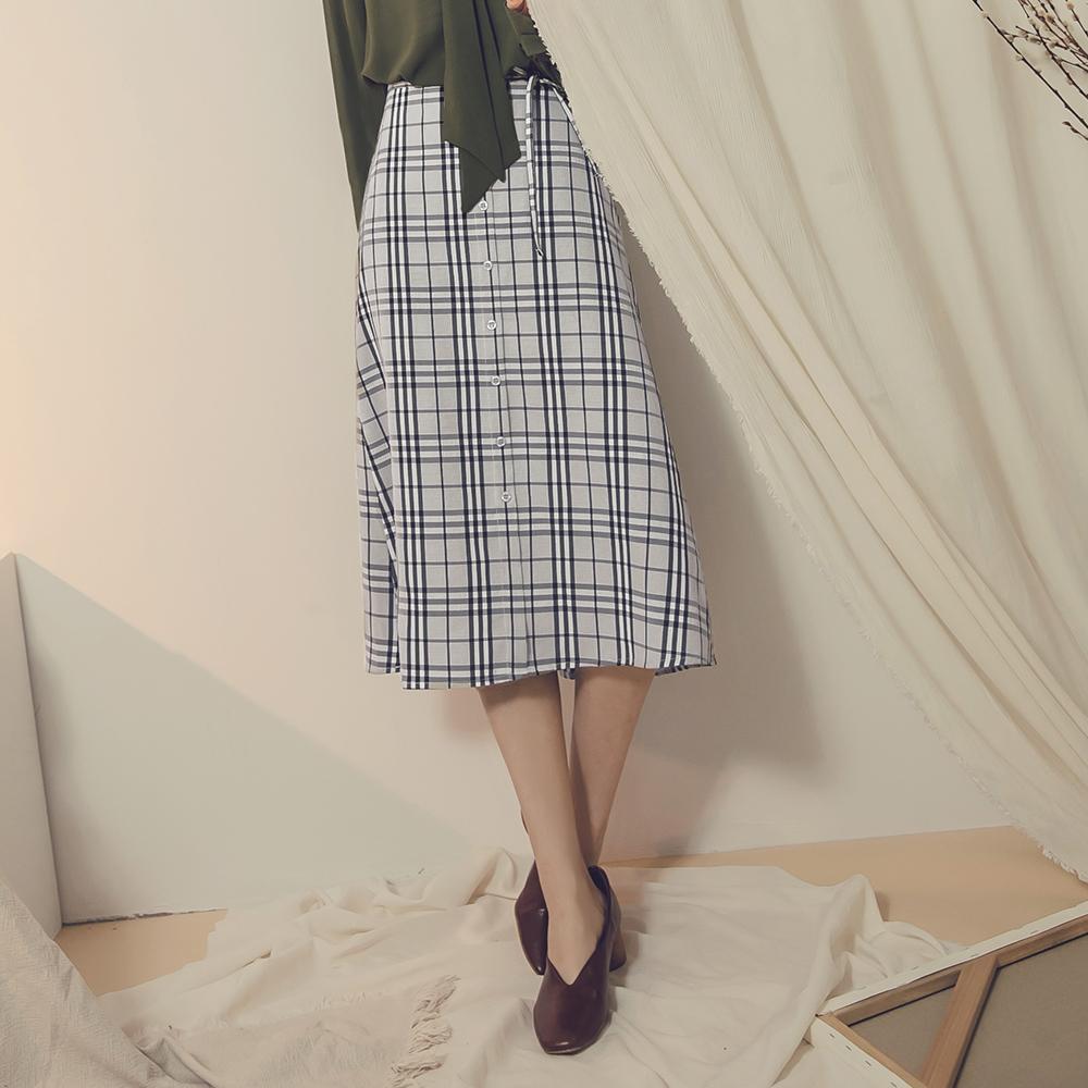 灰階色調後鬆緊綁帶設計排釦格紋中裙-OB大尺碼