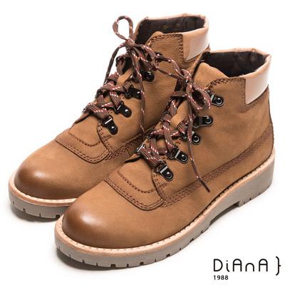 DIANA 工藝精湛-率性風靡異材拼接擦色綁帶工程短靴-淺棕