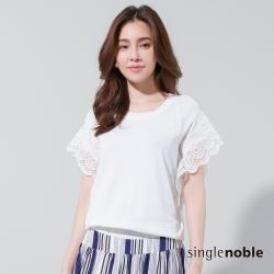 獨身貴族 復古風情蕾絲拼接落肩針織衫(2色)
