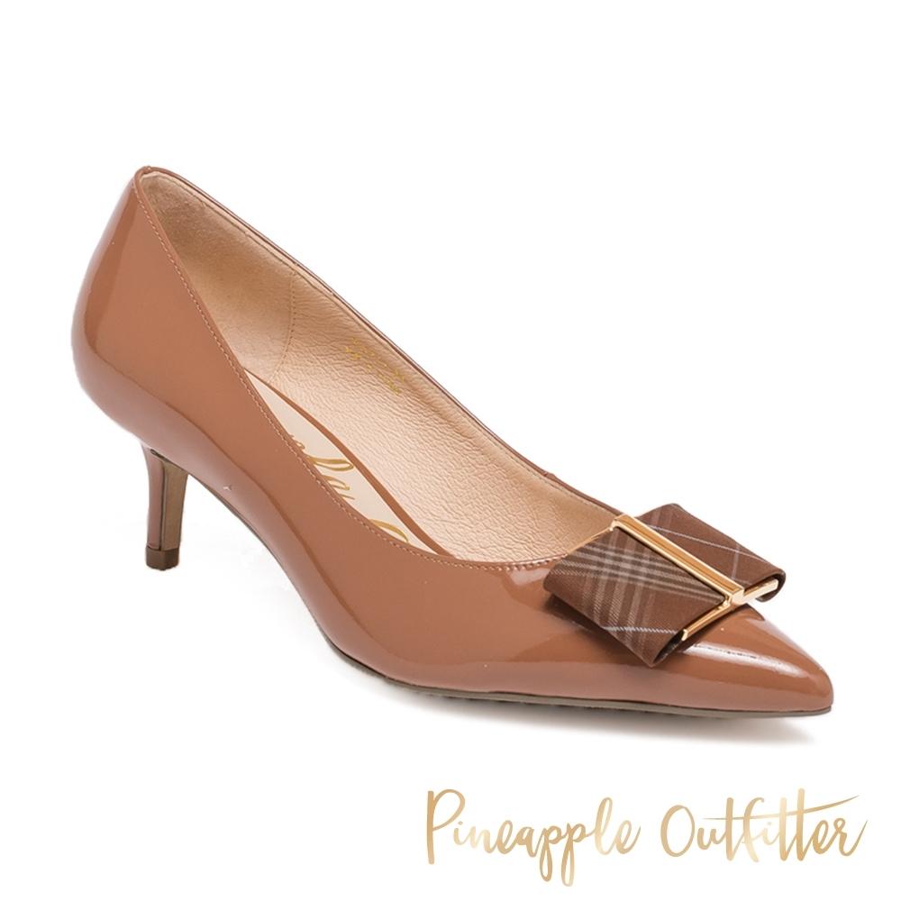 Pineapple Outfitter-PAISLEY 優雅真皮方飾扣尖頭中跟鞋-鏡棕