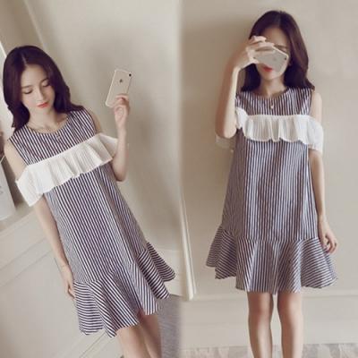 【韓國K.W.】(預購)  好感印象人體美學條紋洋裝