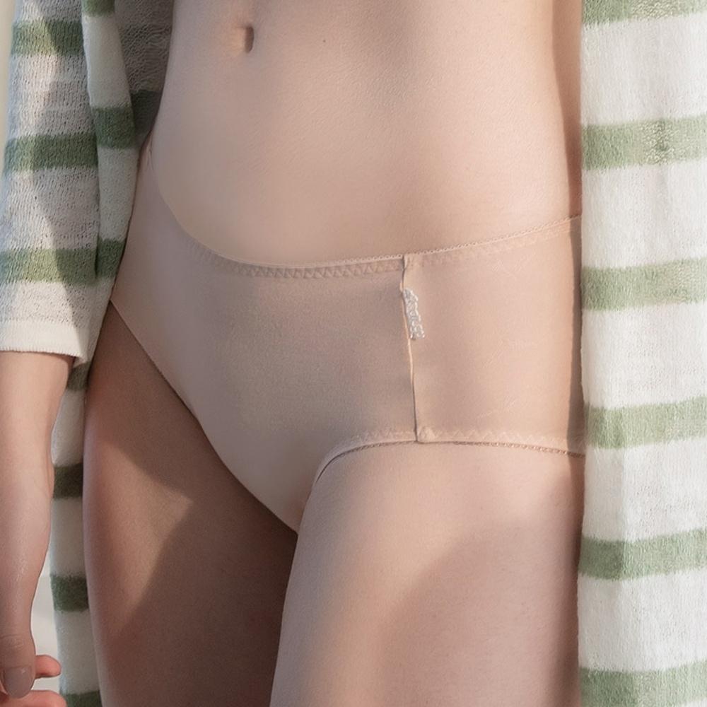 華歌爾 環保i earth 茶葉碳系列 M-3L中低腰三角褲(奶茶膚) 吸濕排汗 快乾消臭 吸收熱能