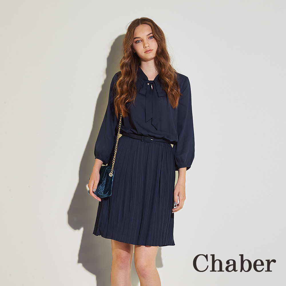 Chaber巧帛 知性時尚領結雪紡打褶九分袖造型洋裝(兩色)-深藍