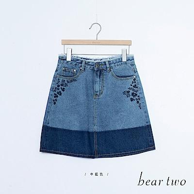 beartwo 純棉花朵刺繡漸層色面牛仔短裙(藍色)