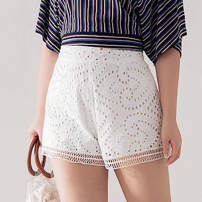 AIR SPACE PLUS 燒花蕾絲造型短褲(白)