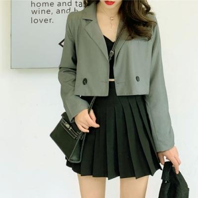 La Belleza素色翻領雙釦袖三釦短版西裝外套