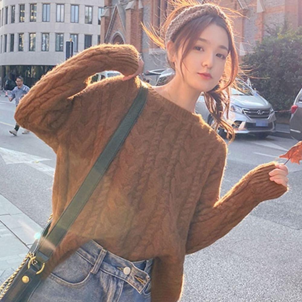 La Belleza素色圓領全麻花落肩針織毛衣 product image 1