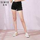 SEMIR森馬-翹臀首選修身款復古排釦牛仔短褲-女(2色)
