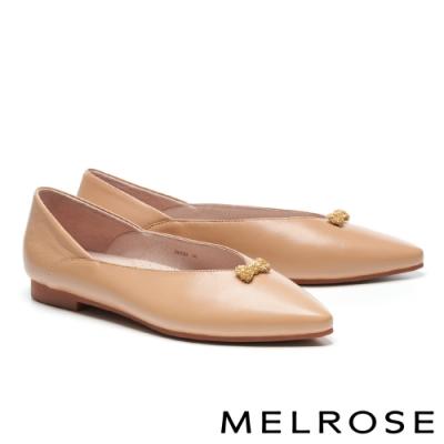 低跟鞋 MELROSE 簡約純色蝴蝶結飾釦全真皮尖頭低跟鞋-米