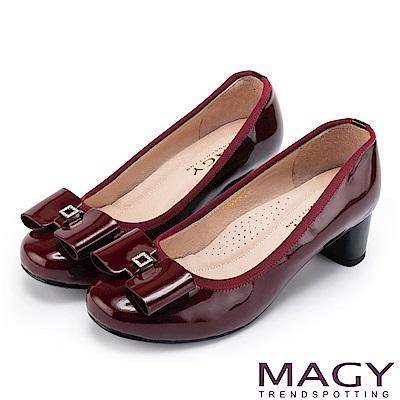 MAGY 甜美舒適款 蝴蝶結水鑽方釦牛皮粗跟鞋-酒紅