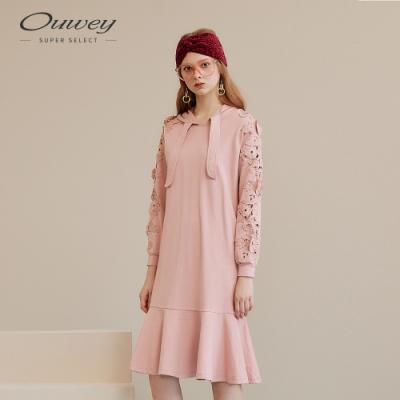 OUWEY歐薇 花卉水溶蕾絲拼接連帽洋裝(粉)