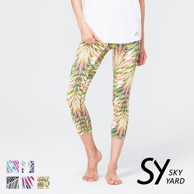 【SKY YARD 天空花園】熱銷-輕度機能緊身運動褲-七分褲-鮮綠熱帶葉
