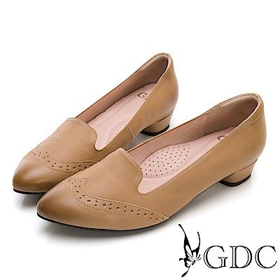 GDC-英倫文青真皮擦色尖頭雕花跟鞋-卡其色