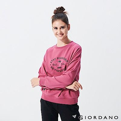 GIORDANO 女裝圓領毛巾布休閒印花大學TEE-33 粉紅