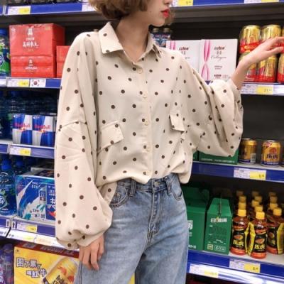 La Belleza黑色圓點點斜假口袋燈籠袖前短後長寬鬆排釦襯衫