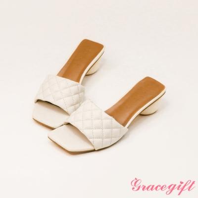 Grace gift-菱格壓紋寬帶中跟涼拖鞋 米白