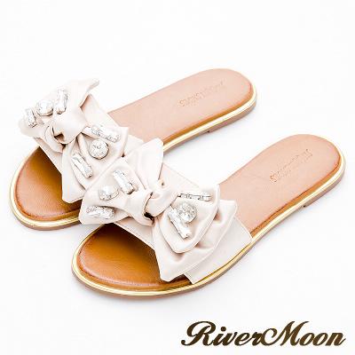 River&Moon大尺碼-緞面朵結鑲寶石金邊涼拖鞋-典雅米