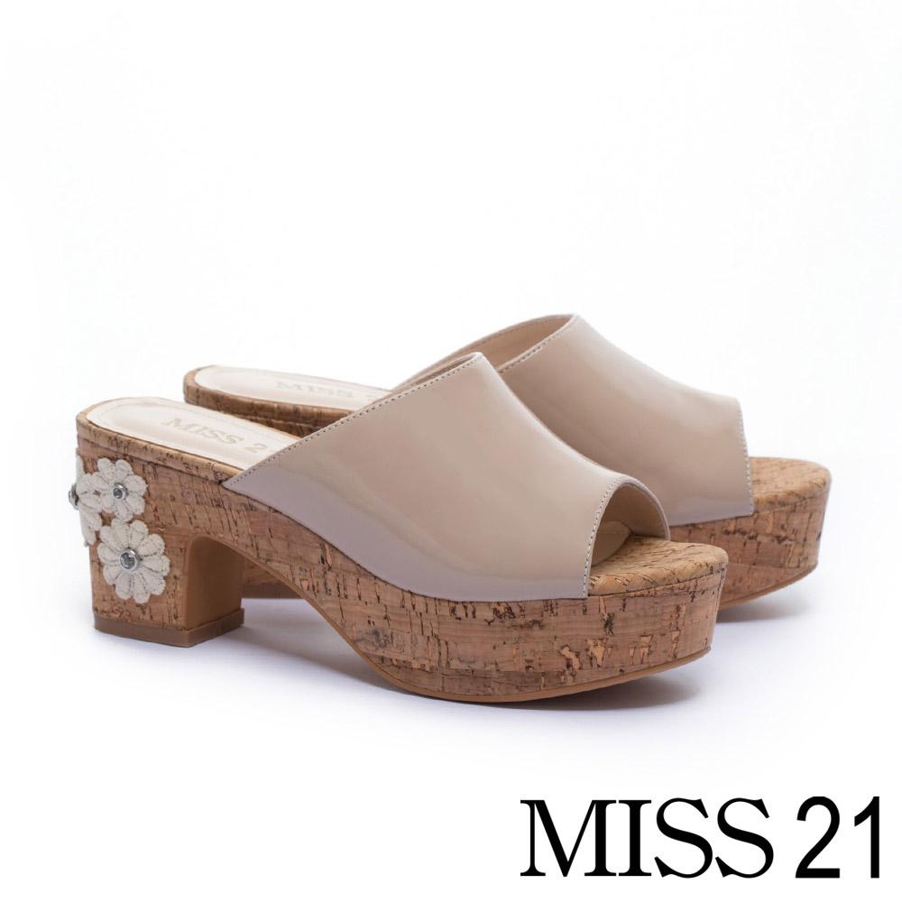 拖鞋 MISS 21 復古蕾絲花造型魚口高跟拖鞋-米
