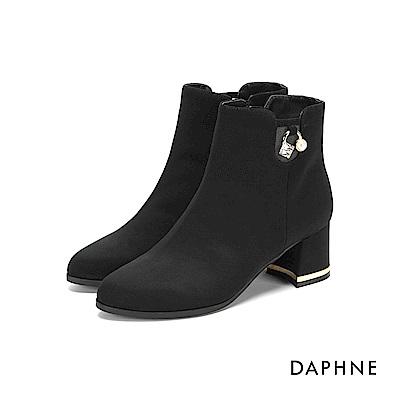達芙妮DAPHNE 短靴-素色圓頭珍珠鑽飾粗跟金邊短靴-黑