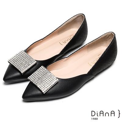 DIANA 媚惑無限-格紋羊皮方型鑽飾尖頭平底鞋-黑