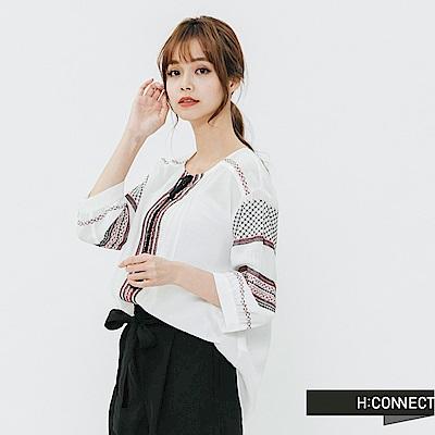 H:CONNECT 韓國品牌 女裝-刺繡圖騰綁結上衣-白