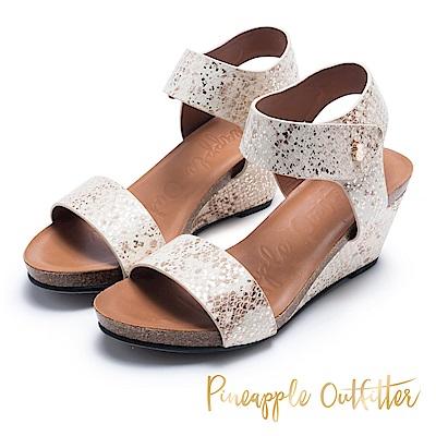 Pineapple Outfitter 知性美型 真皮寬版增高楔形鞋-金色