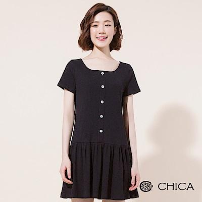 CHICA 搖擺青春荷葉襬方領坑條洋裝(1色)