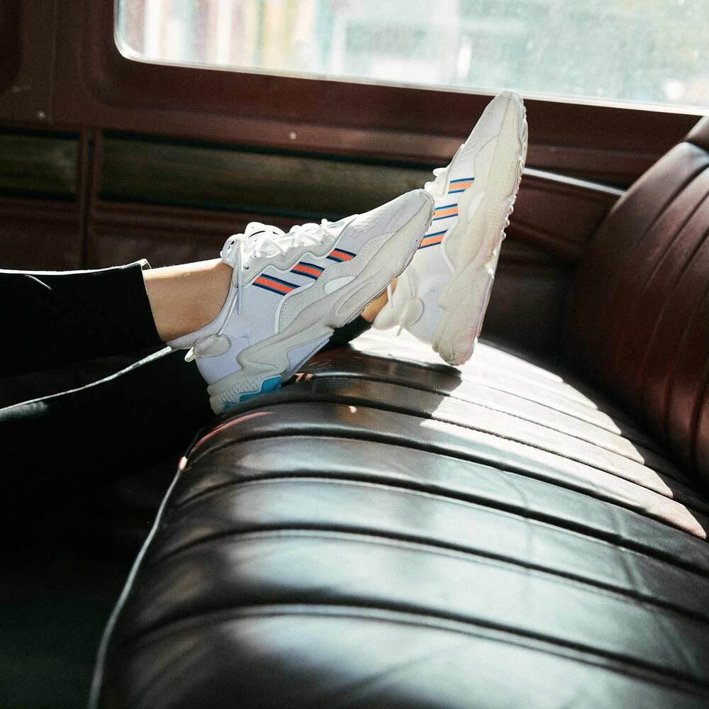 adidas OZWEEGO 經典鞋 女 EF4290