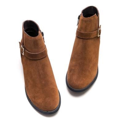 DIANA 個性魅力繞帶釦環牛反毛皮粗跟短靴-率性時尚-棕