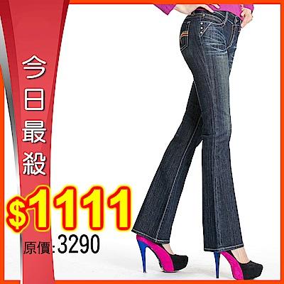 BOBSON 女款後袋刺繡貼腿中藍色喇叭褲