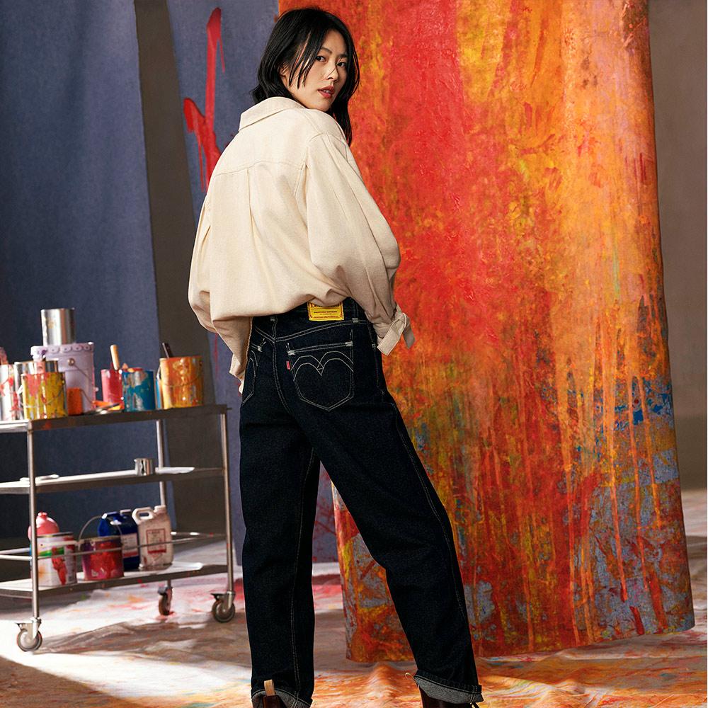 Levis Red 工裝手稿風復刻再造 女款 牛仔襯衫外套 Oversize寬鬆版型 豆腐白 寒麻纖維