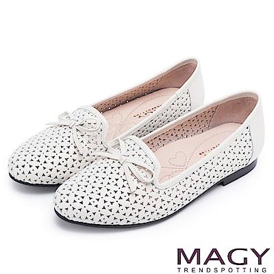 MAGY 時尚舒適 真皮Q軟洞洞平底樂福鞋-白色