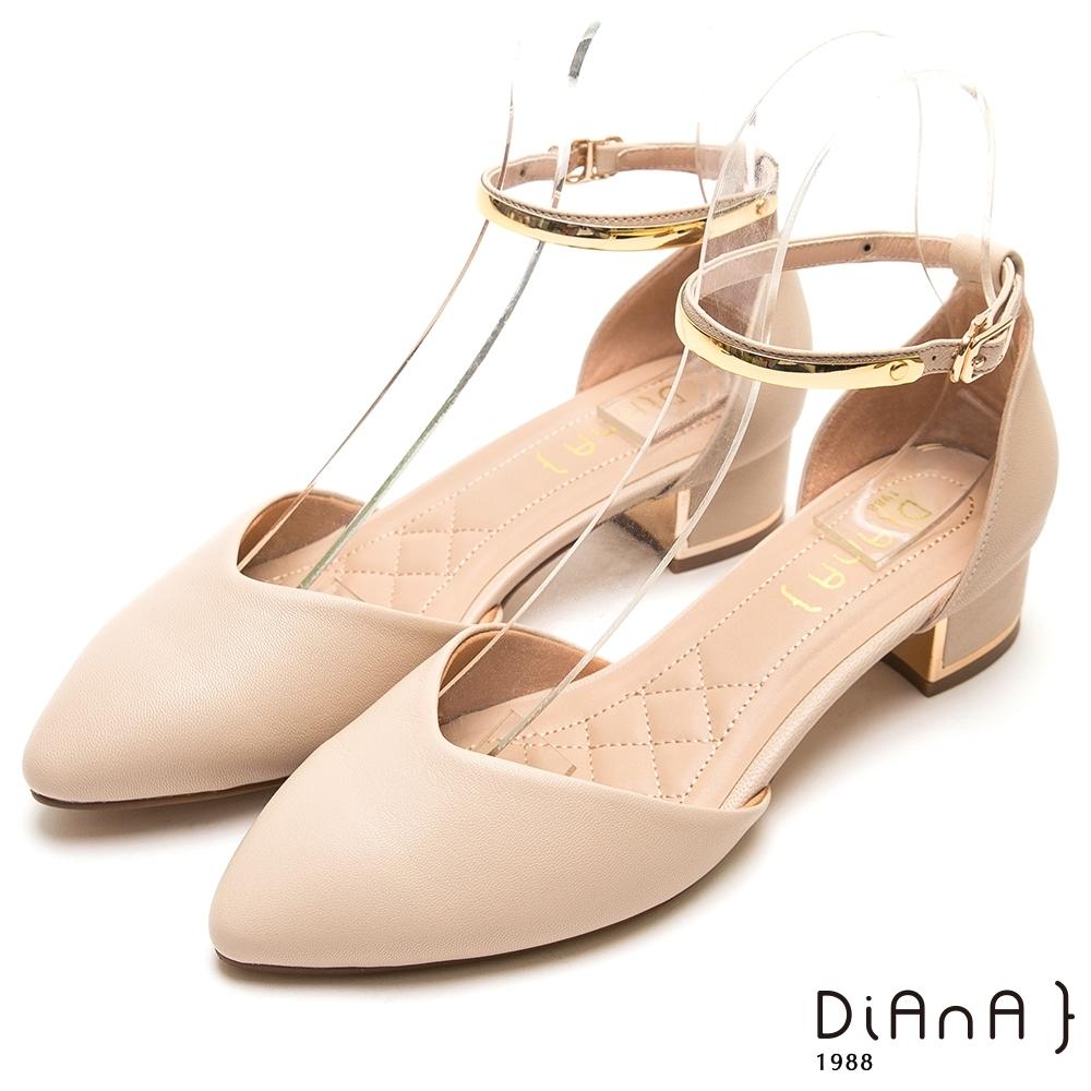 DIANA 金環釦帶真羊皮尖頭瑪莉珍跟鞋-米白
